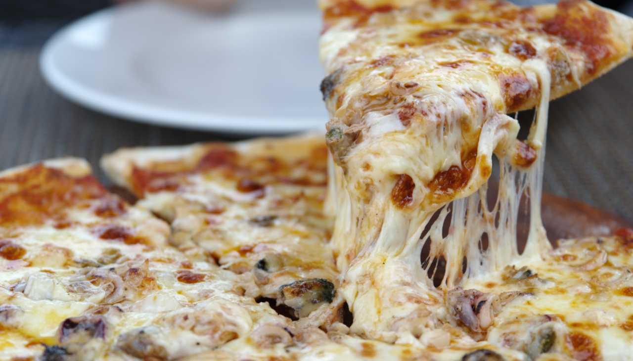Pizza di patate con prosciutto e formaggio ricetta