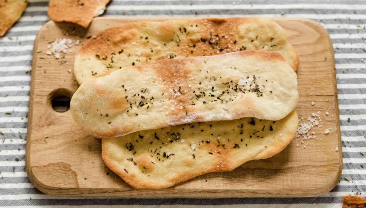 Pane sottile senza lievito ricetta