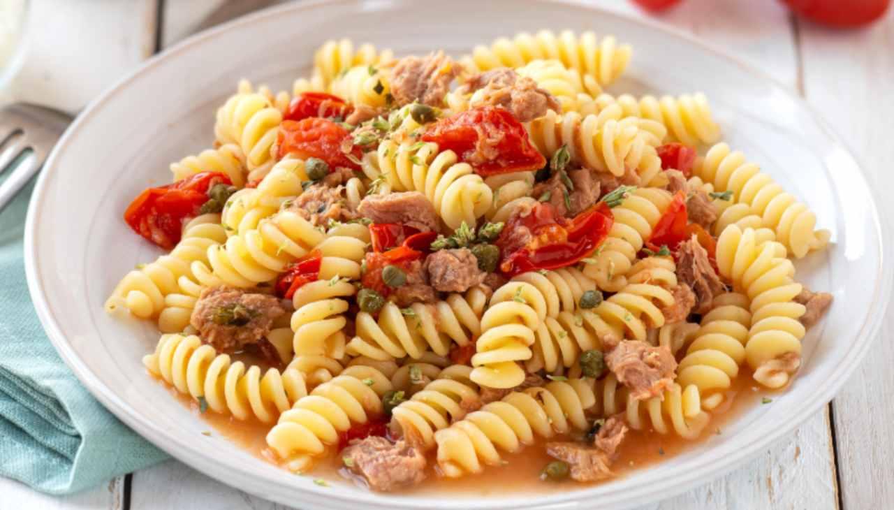 Pasta tonno pomodorini e olive ricetta