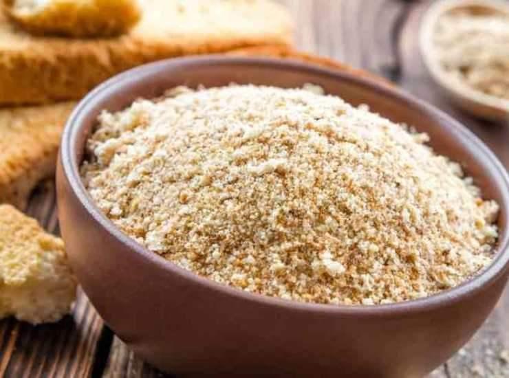 Polpettone di pane con prosciutto cotto e scamorza ricetta