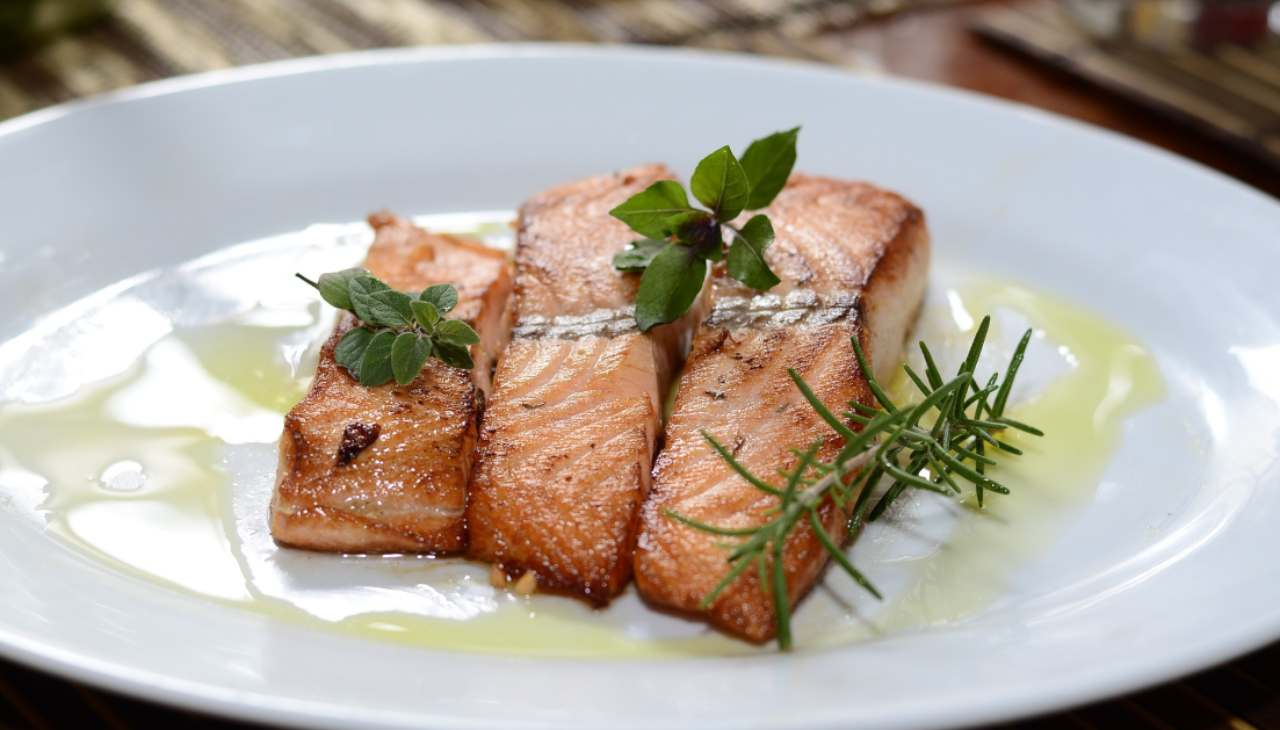 Salmone in padella ricetta