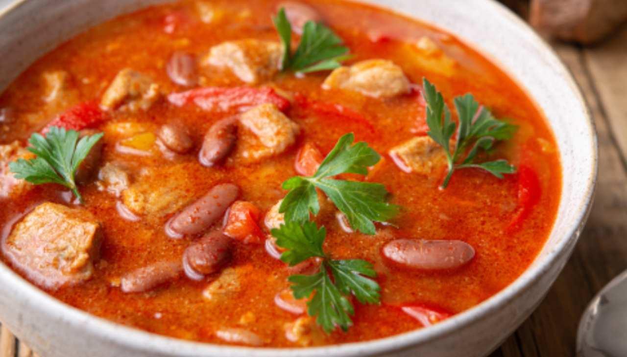 Spezzatino di maiale e fagioli ricetta