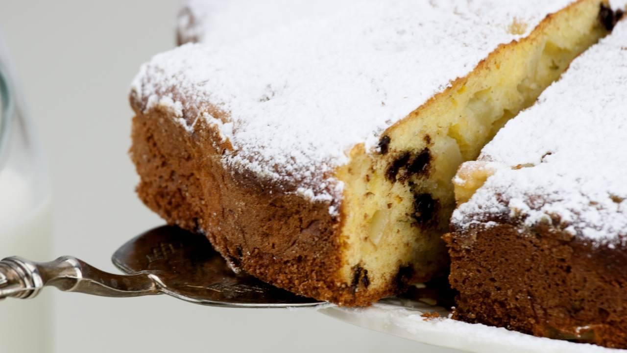 Torta alle pere con ricotta e gocce di cioccolato