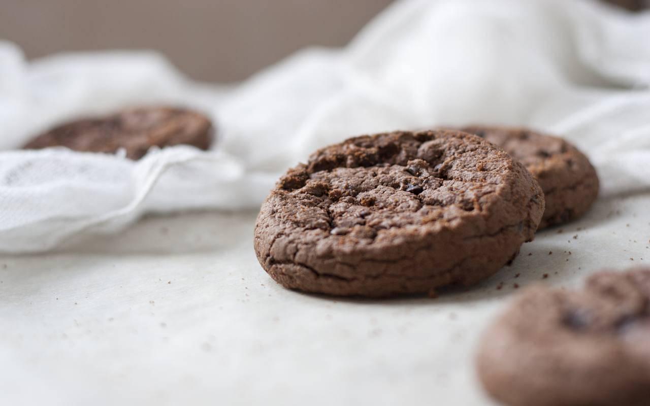 biscotti cacao albumi ricetta FOTO ricettasprint