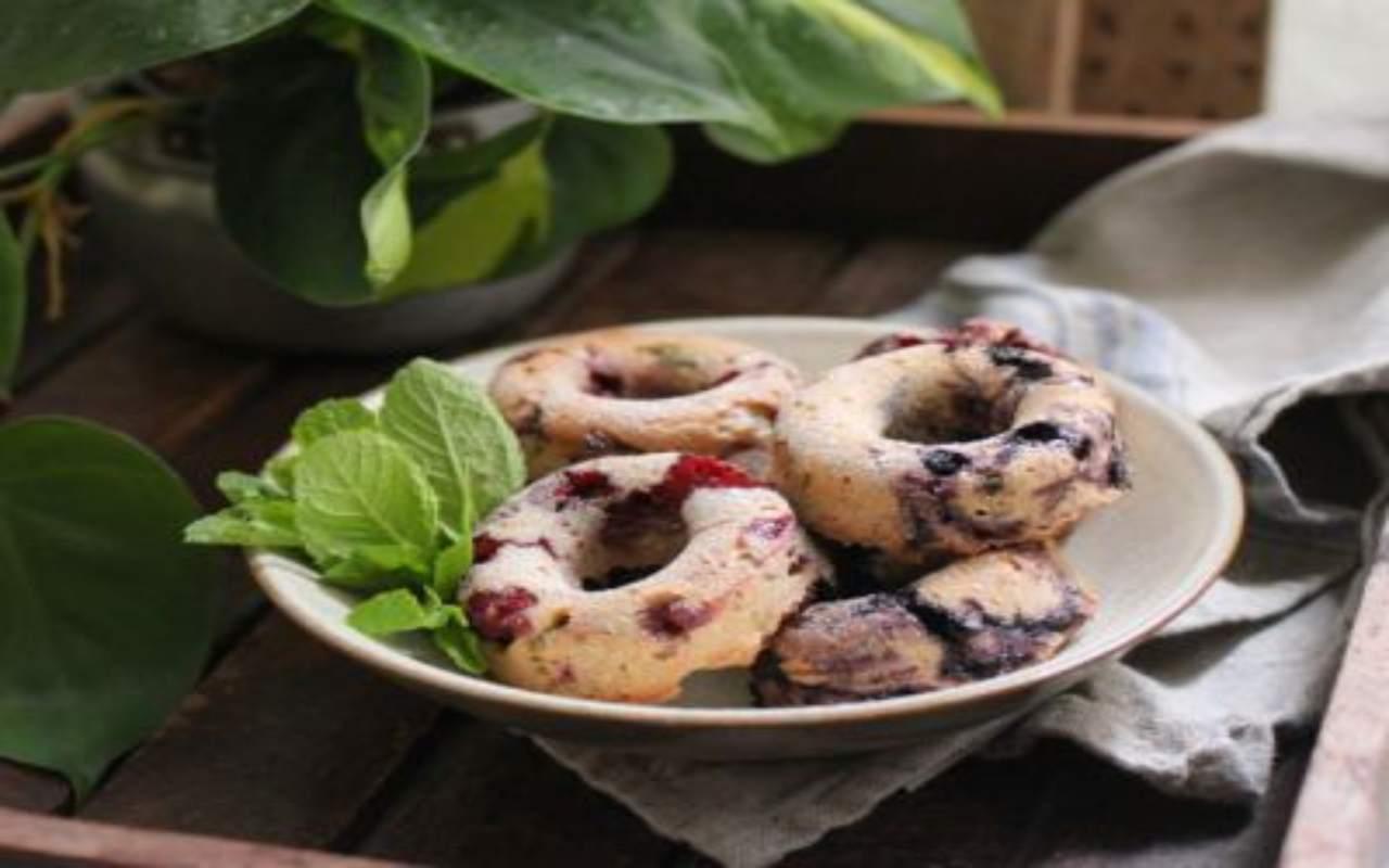 ciambelle panna frutti di bosco ricetta FOTO ricettasprint