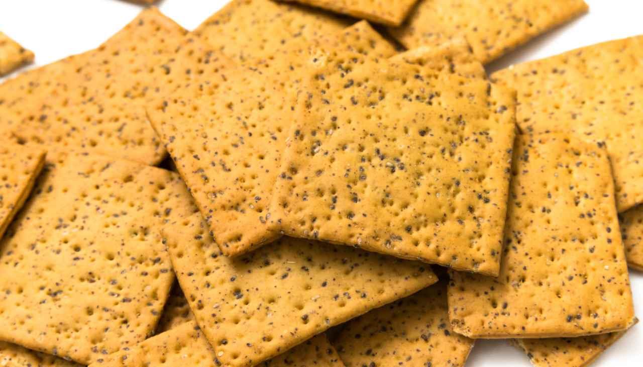Crackers curcuma origano e semi di chia ricetta