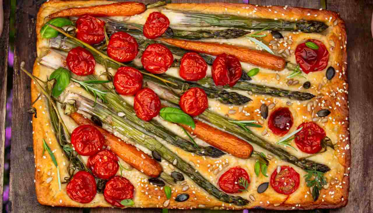 Focaccia con verdure e formaggio