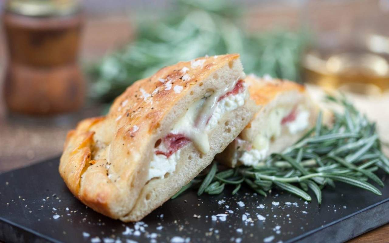 focaccia salame ricotta ricetta FOTO ricettasprint