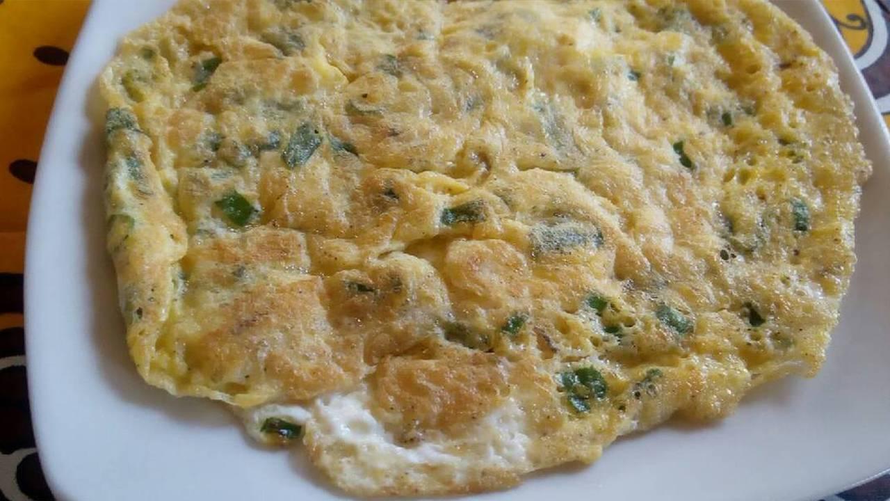 omelette di cipolle e prezzemolo