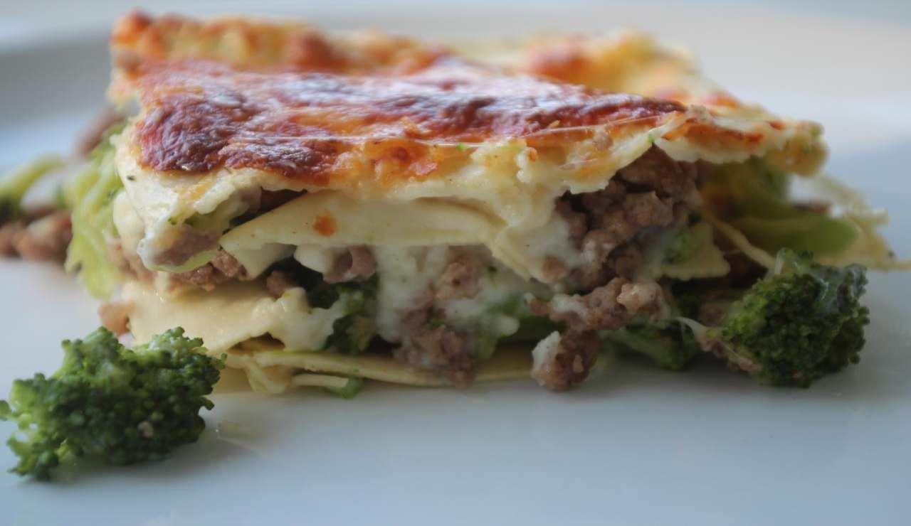 Lasagne bianche di broccoli macinato di vitello e mozzarella