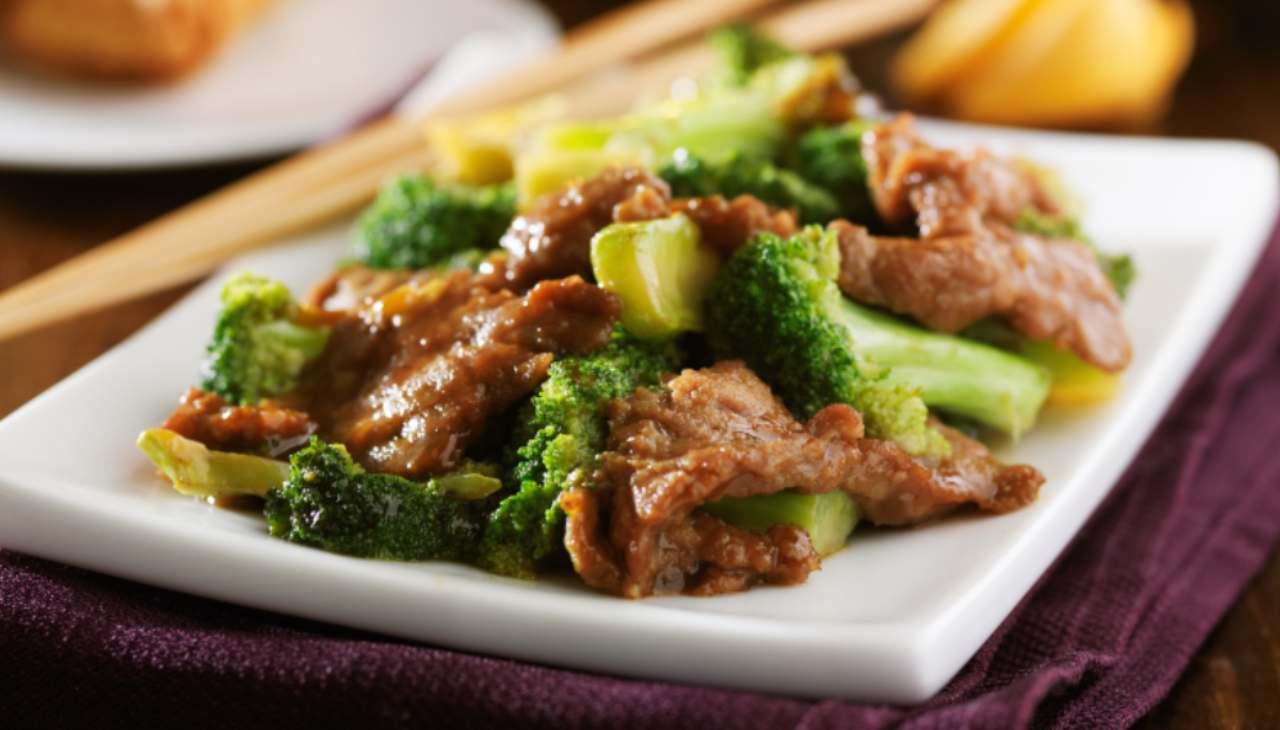 Carne con broccoli lessati