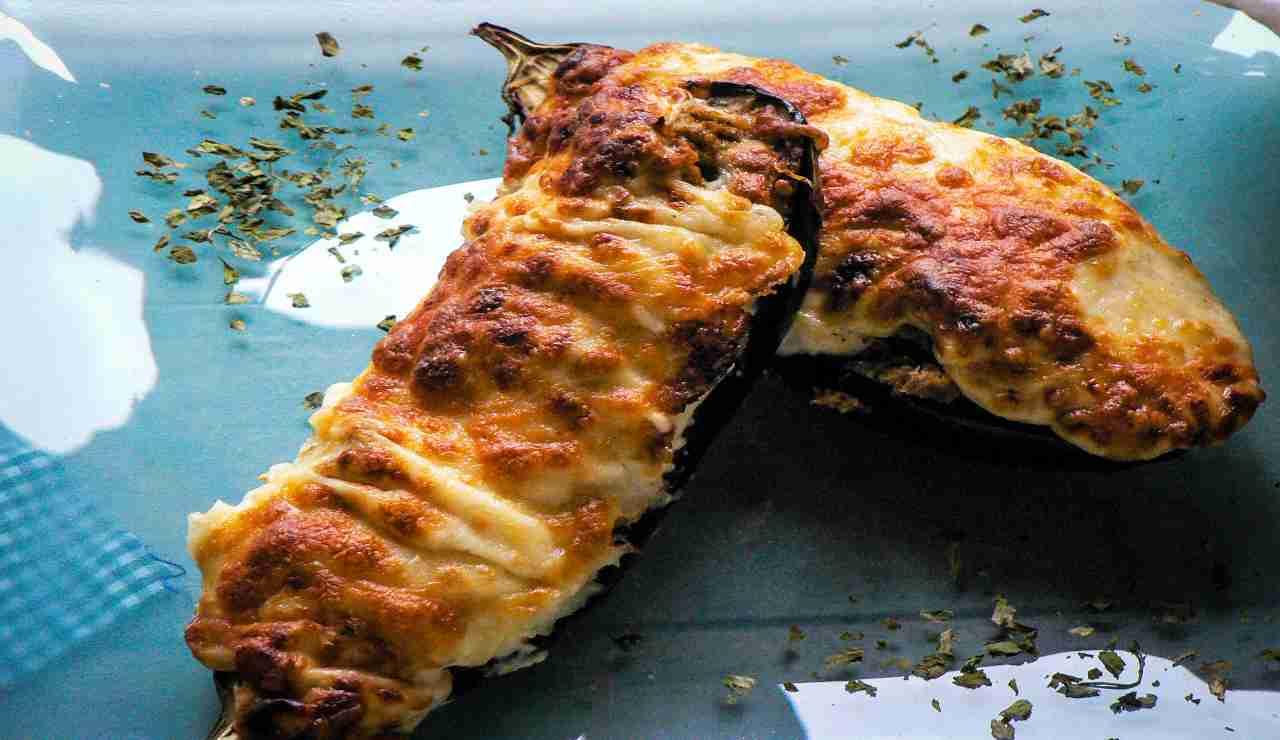 Melanzane ripiene di patate prosciutto cotto e scamorza
