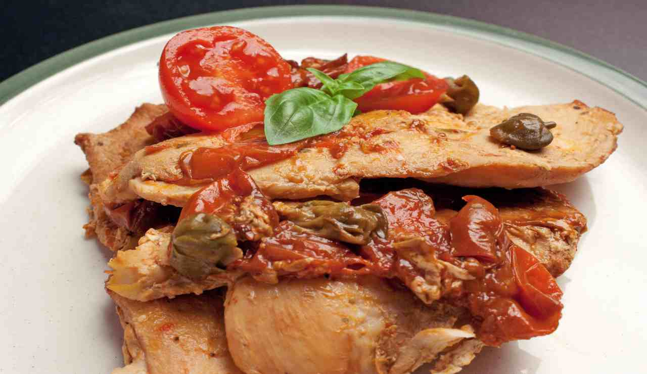 Padellata di pollo con salsetta di capperi e pomodorini