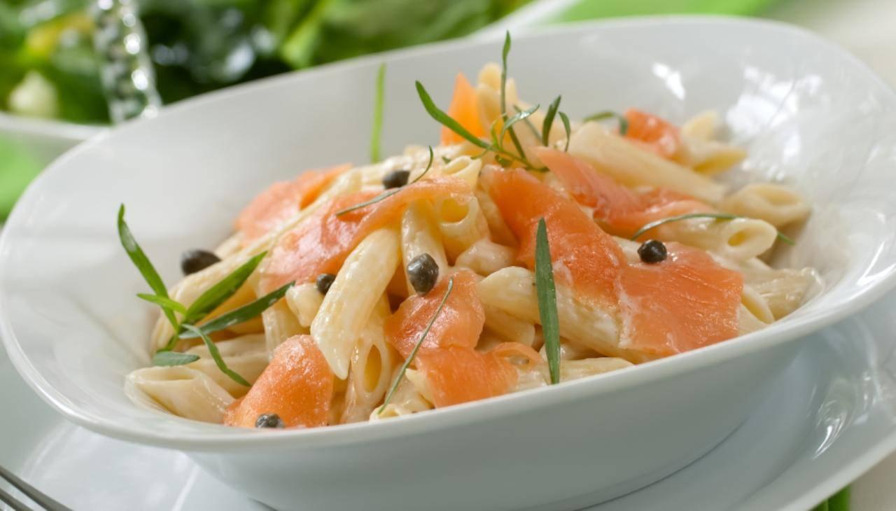Penne al salmone cremose senza panna ricetta