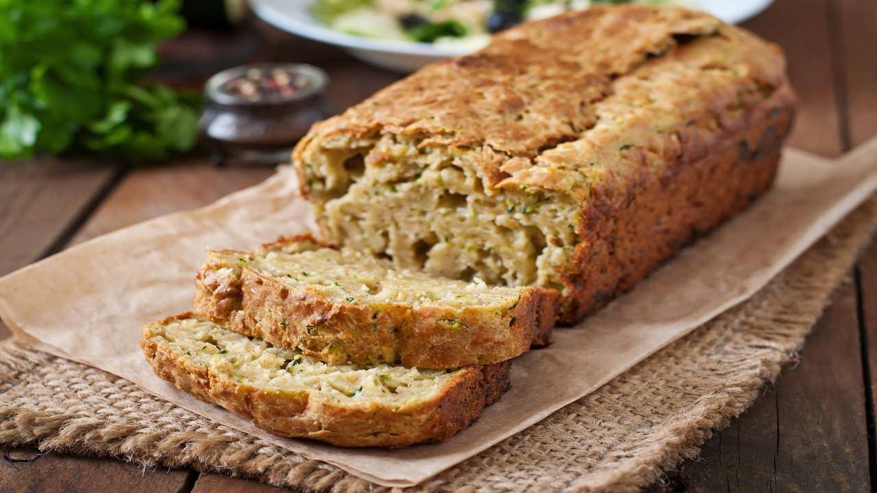 Torta con zucchine e tonno