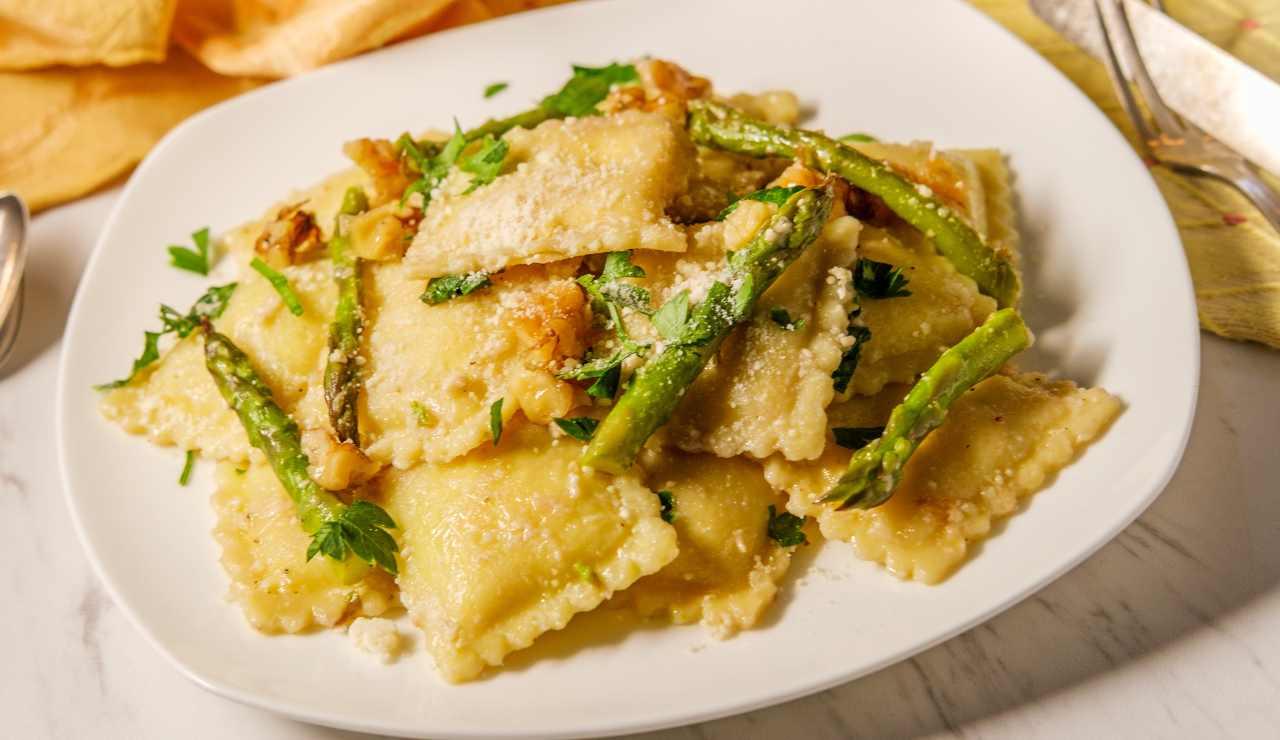 Ravioli alla ricotta con asparagi ricettasprint