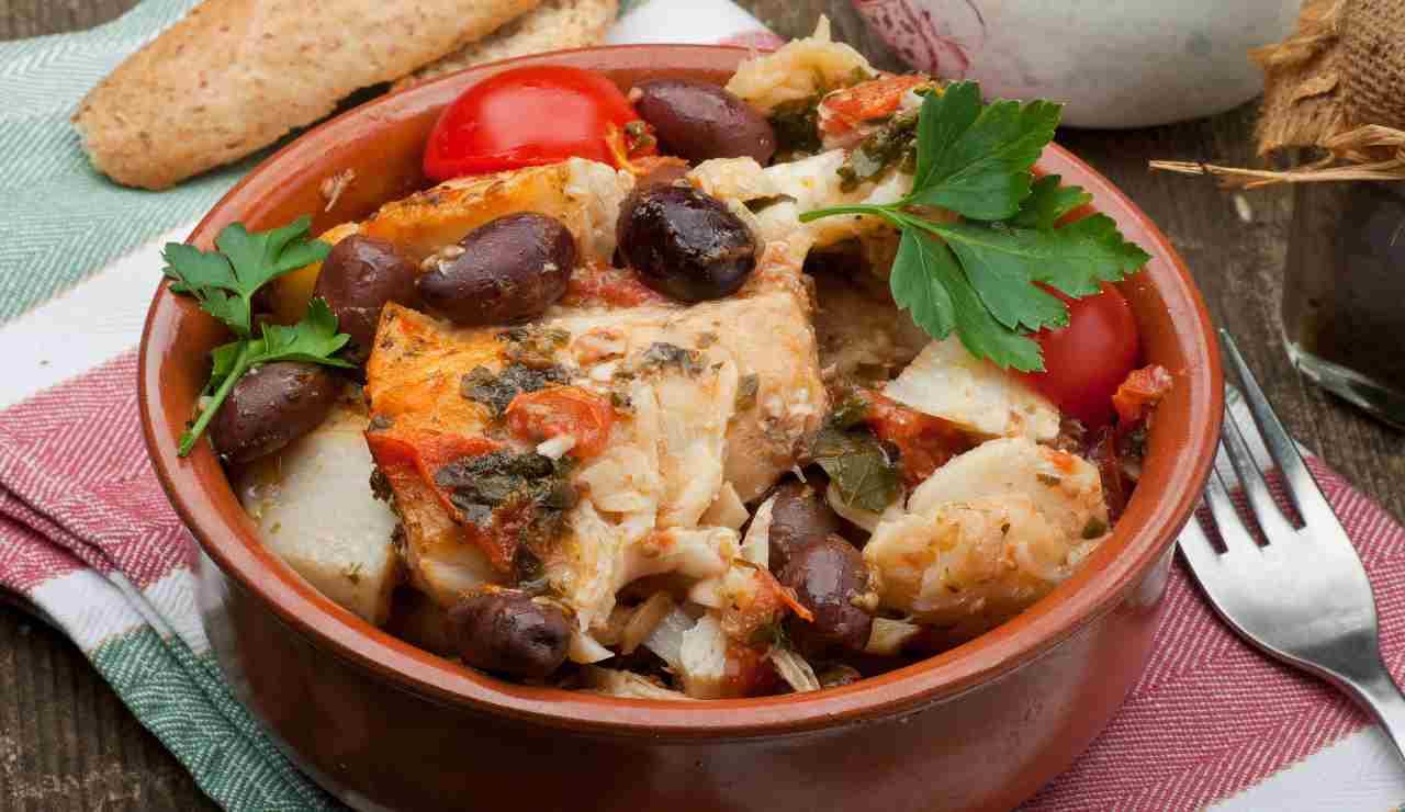 Stoccafisso con erbe aromatiche capperi e olive