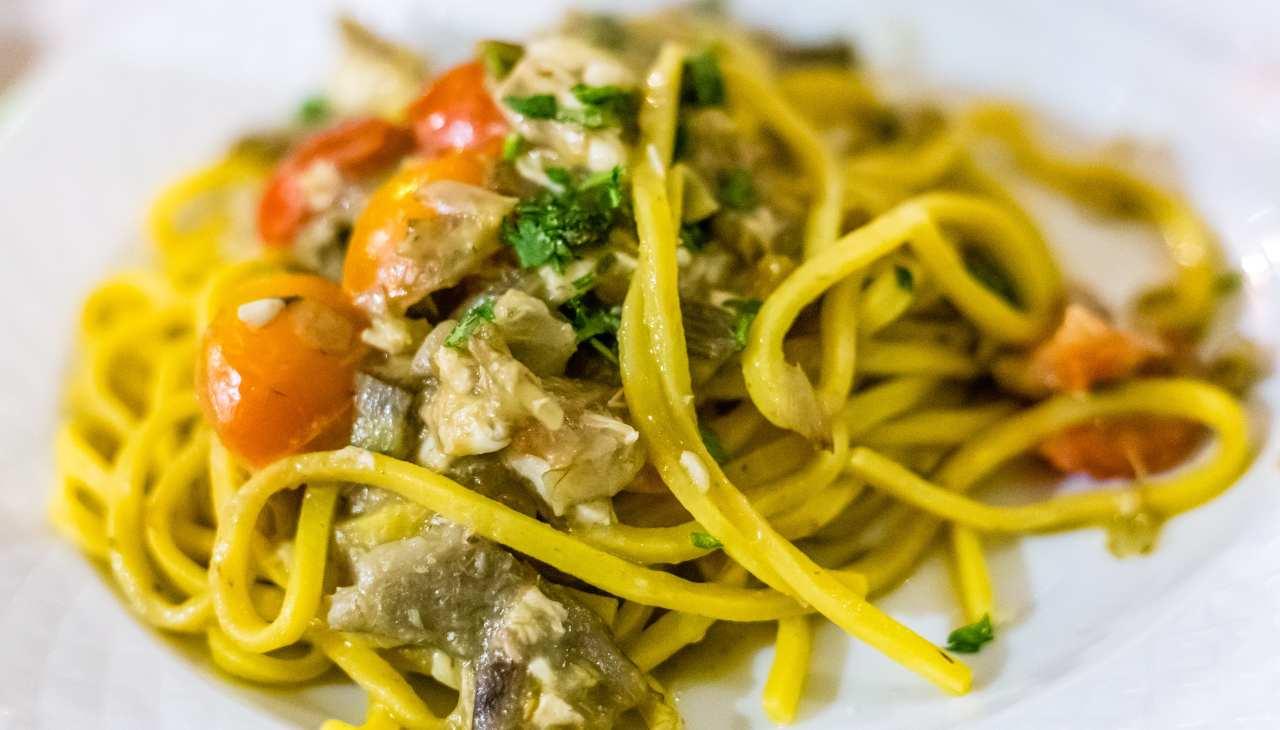 Tonnarelli allo zafferano con pesce carciofi e pomodorini ricettasprint
