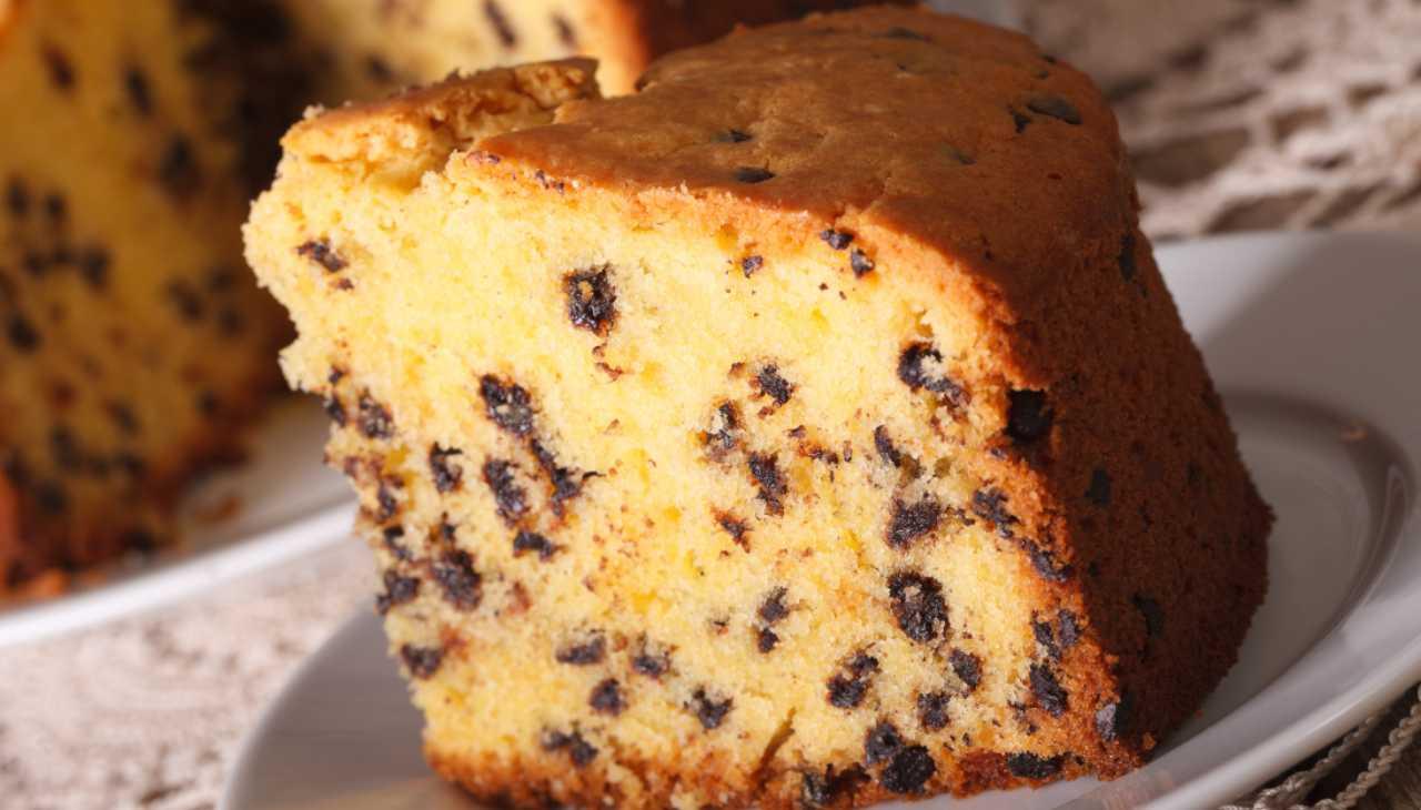 Torta con arancia frullata e gocce di cioccolato ricetta