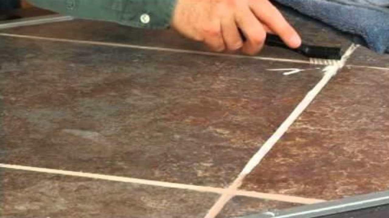 pulire le fighe delle piastrelle
