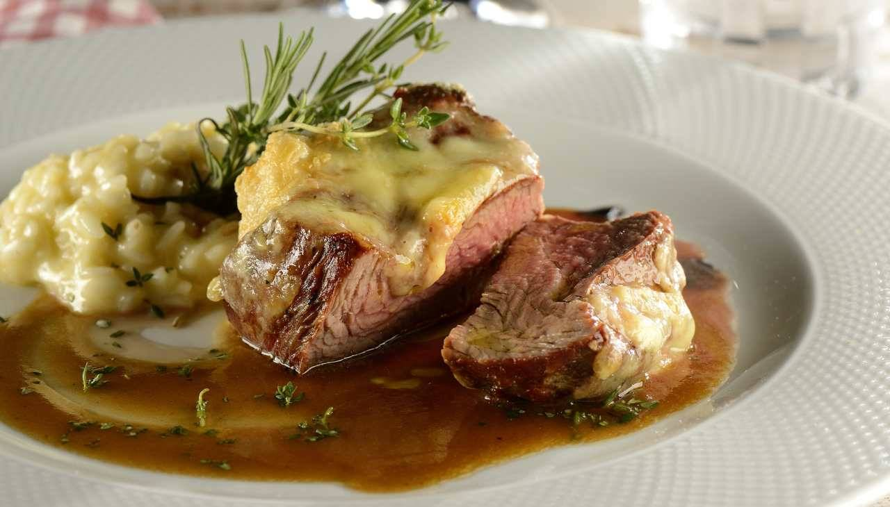 Carne rossa arrosto con vino