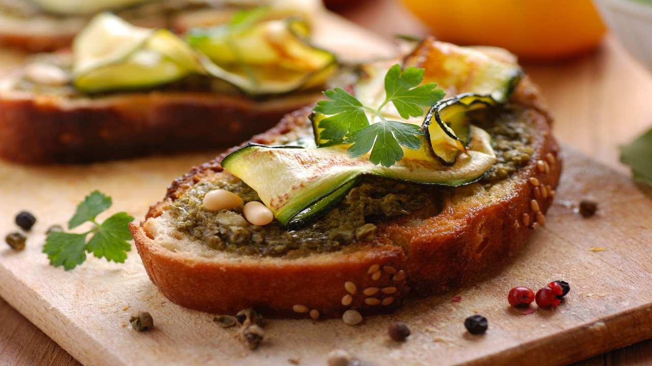 Bruschetta con zucchine