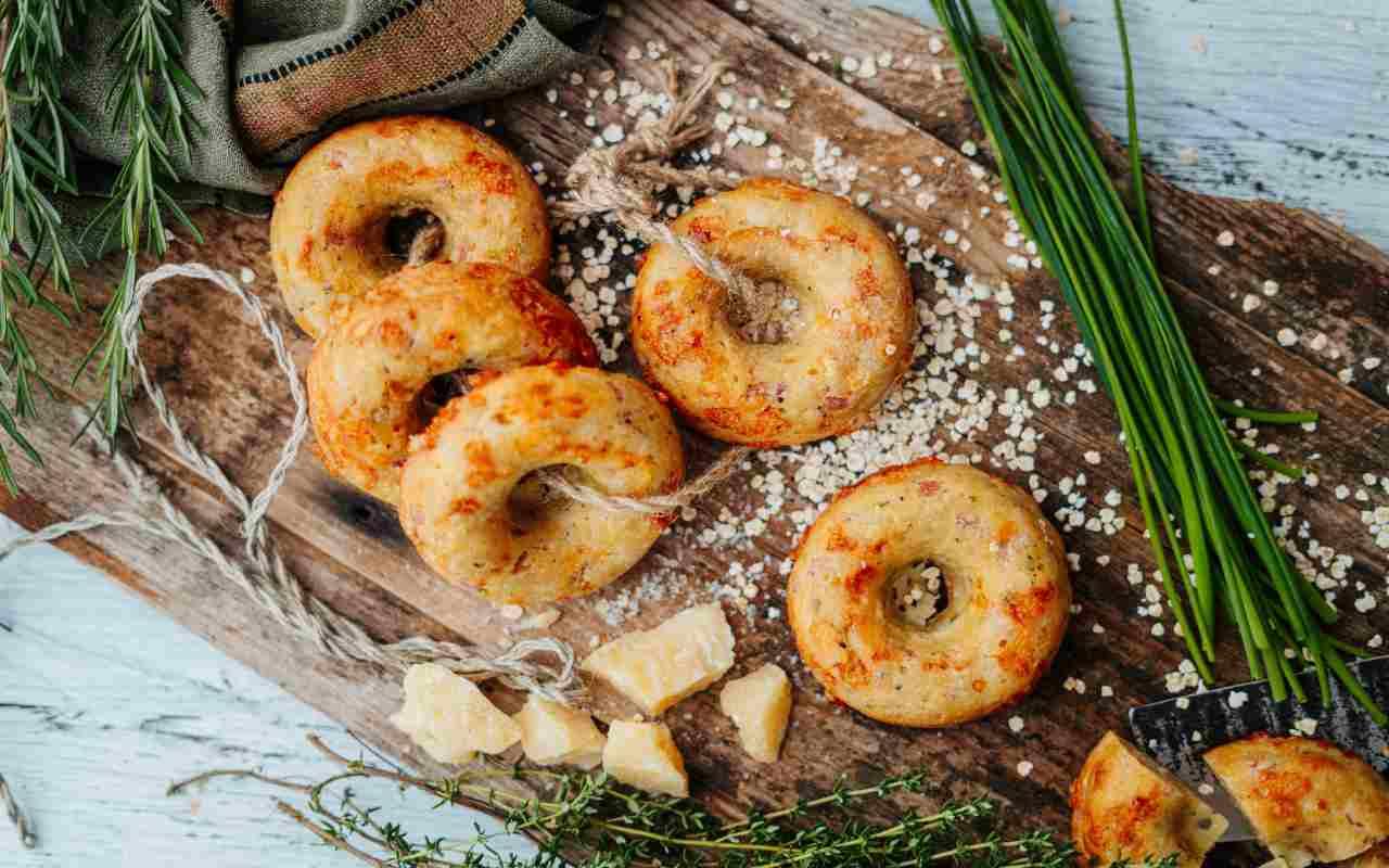 ciambelle ripiene prosciutto ricetta FOTo ricettasprint