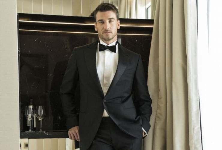 Damiano Carrara seducente outfit - RicettaSprint