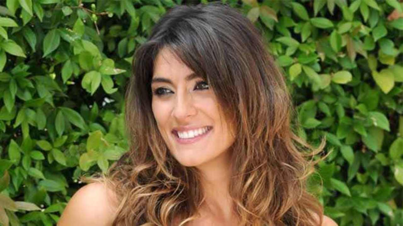 Elisa Isoardi baciata dal sole - RicettaSprint
