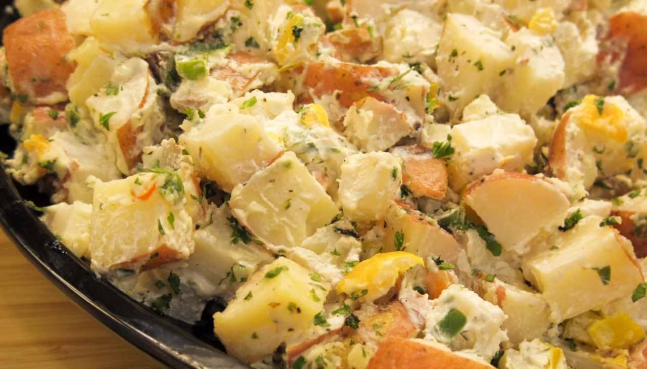 Insalata di patate tonnate con salmone ricetta