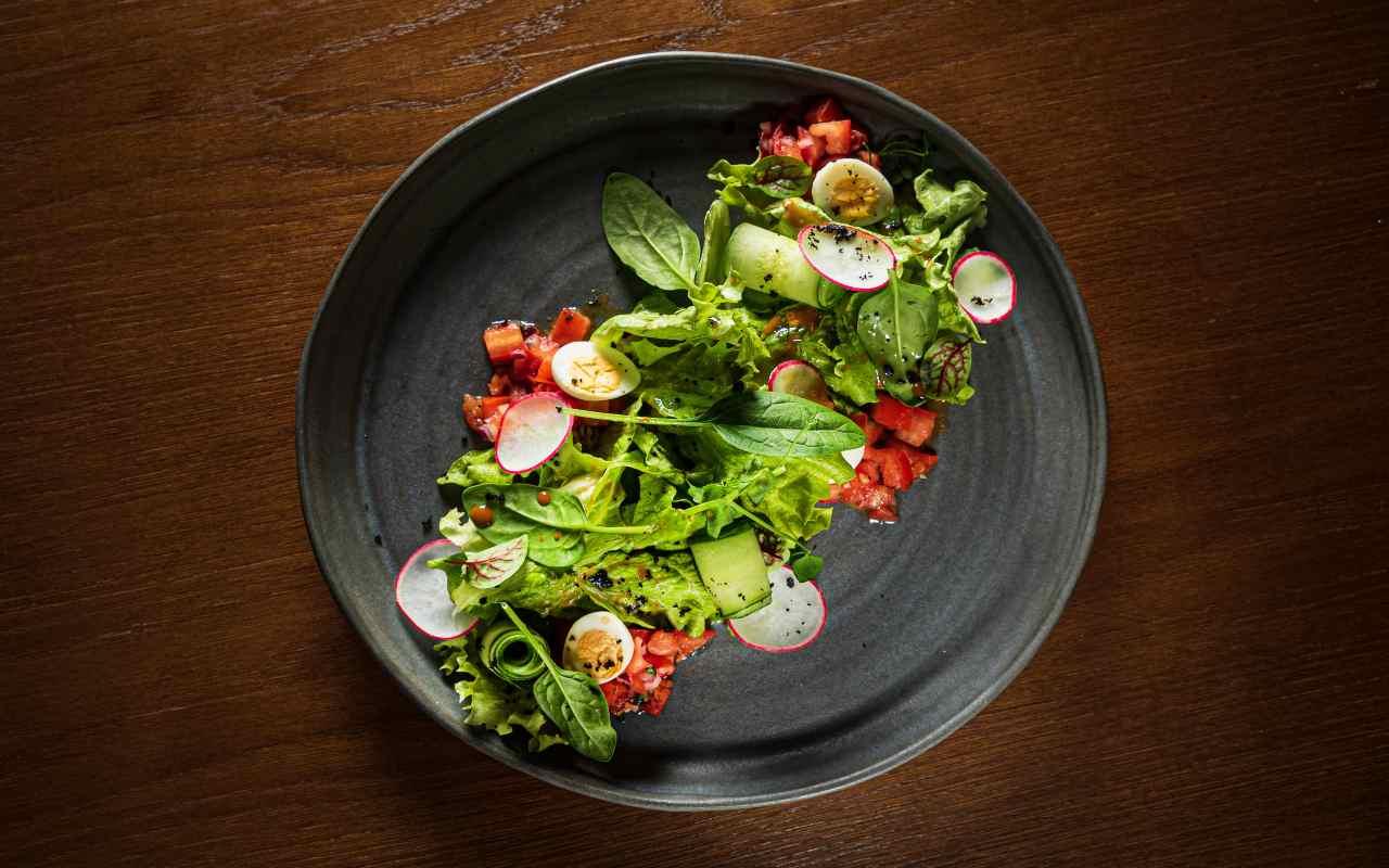 insalata uova pomorori ravanelli ricetta FOTO ricettasprint