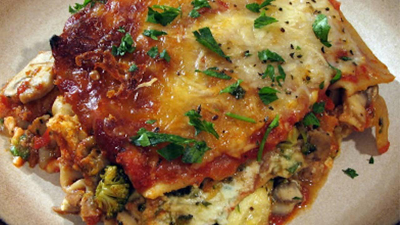 lasagna con verdure e ricotta e salsiccia