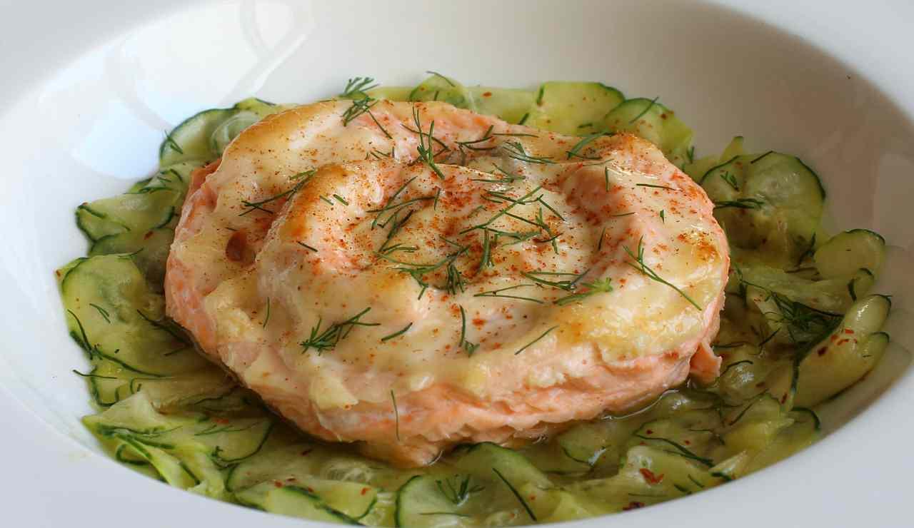 Medaglioni di gamberi e salmone con zucchine e finocchietto