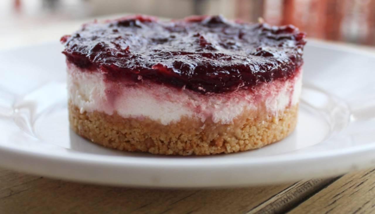 Mini cheesecake con marmellata di lamponi ricetta