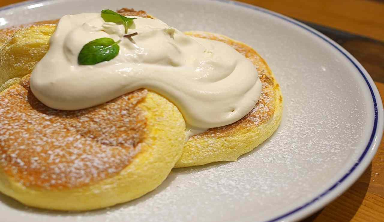 Mini pancake salati alla ricotta