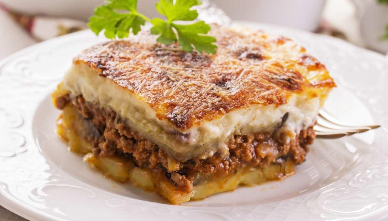 Piatto tipico greco di verdura e ragù