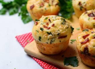 Muffin salati al prosciutto e verdure