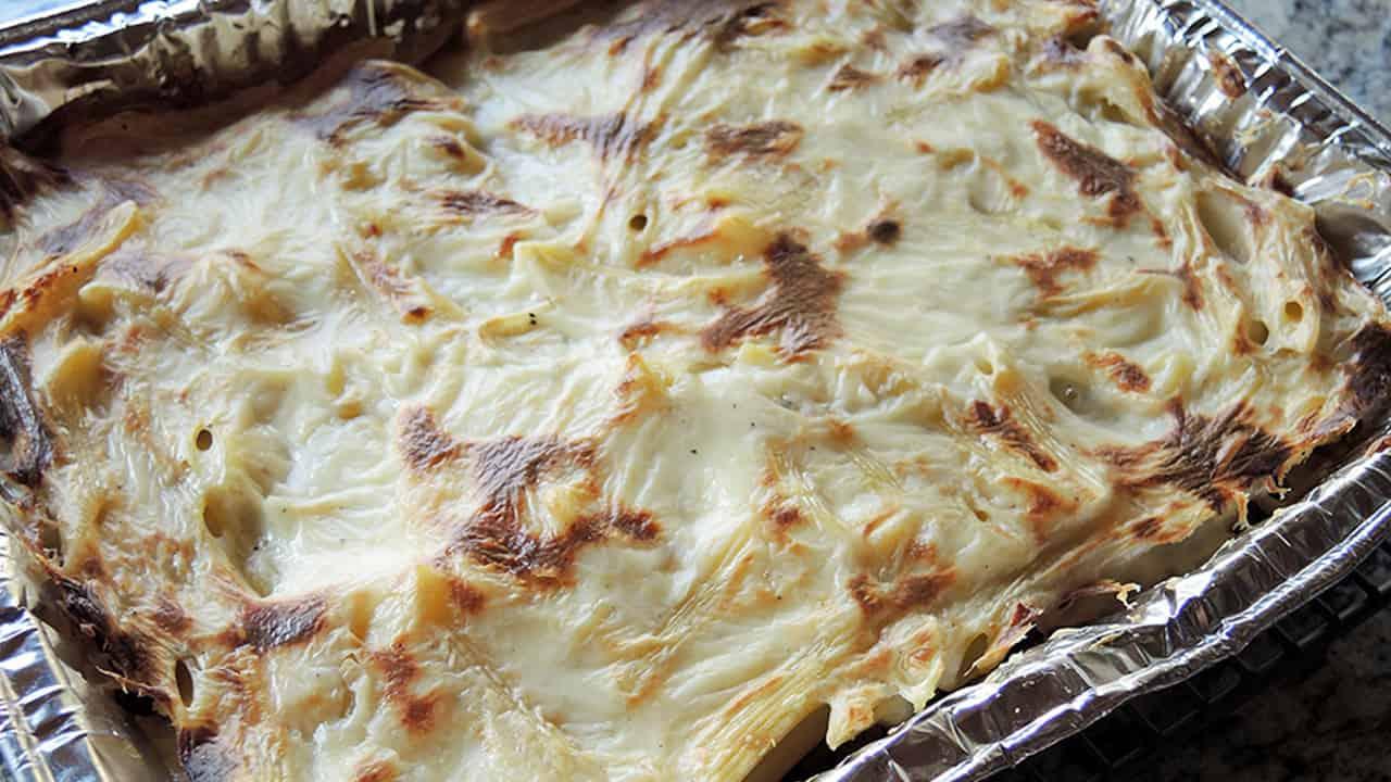 Pasta al forno con besciamella e melanzane