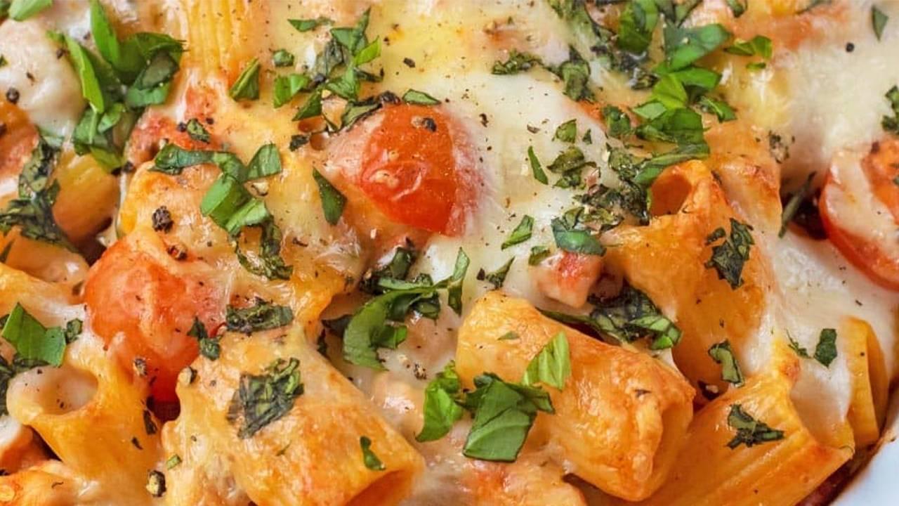 Rigatoni pomodorini e formaggio cremoso
