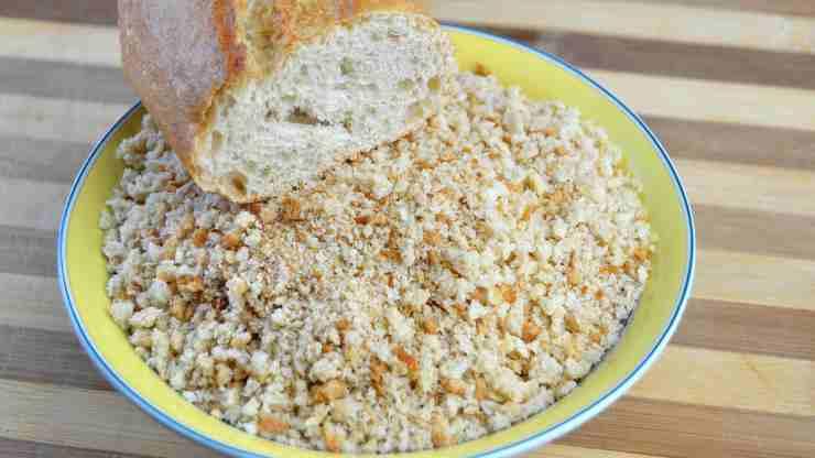 Pasta condita con la mollica di pane FOTO ricettasprint