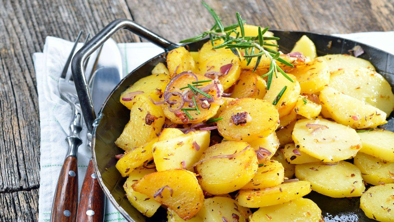 Patate con pancetta e rosmarino
