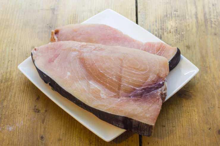 Pesce spada con cipolla e pomodori FOTO ricettasprint