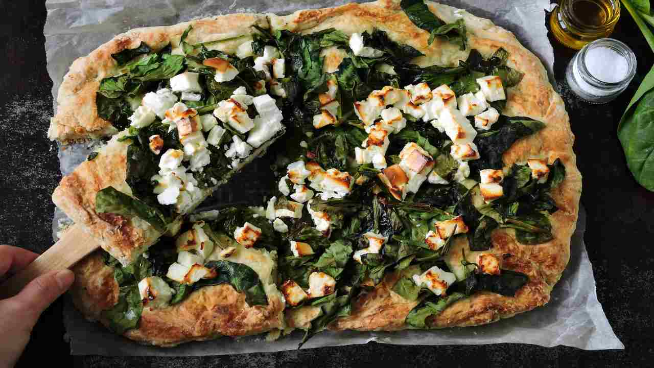 Pizza con spinaci