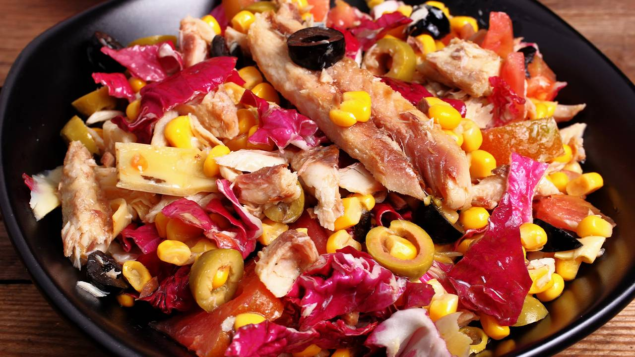 Radicchio stufato con pesce olive e mais