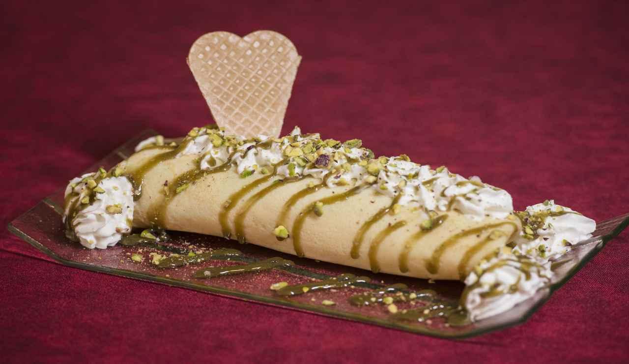 Rotolini di crepes al pistacchio e panna