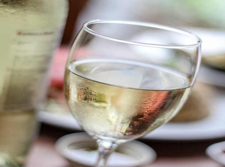 Salsicce al sugo con vino FOTO ricettasprint