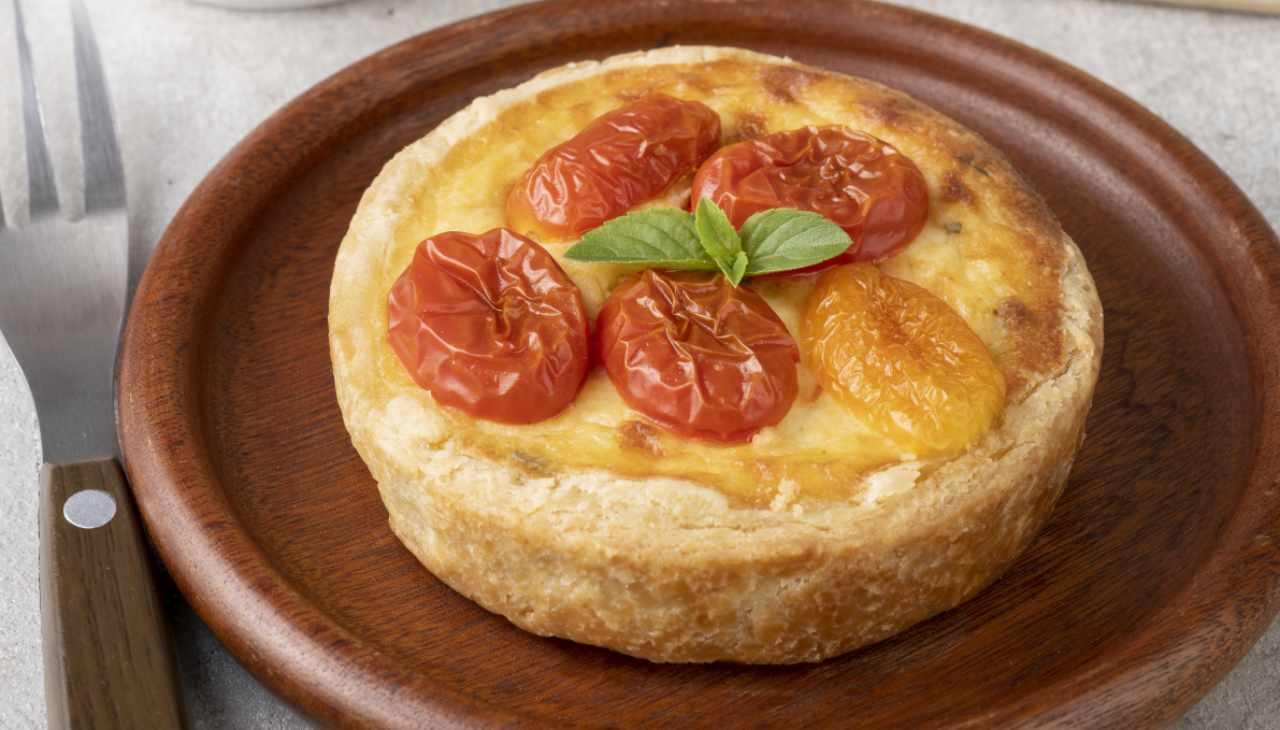 Tortina salata di pasta brisé al basilico