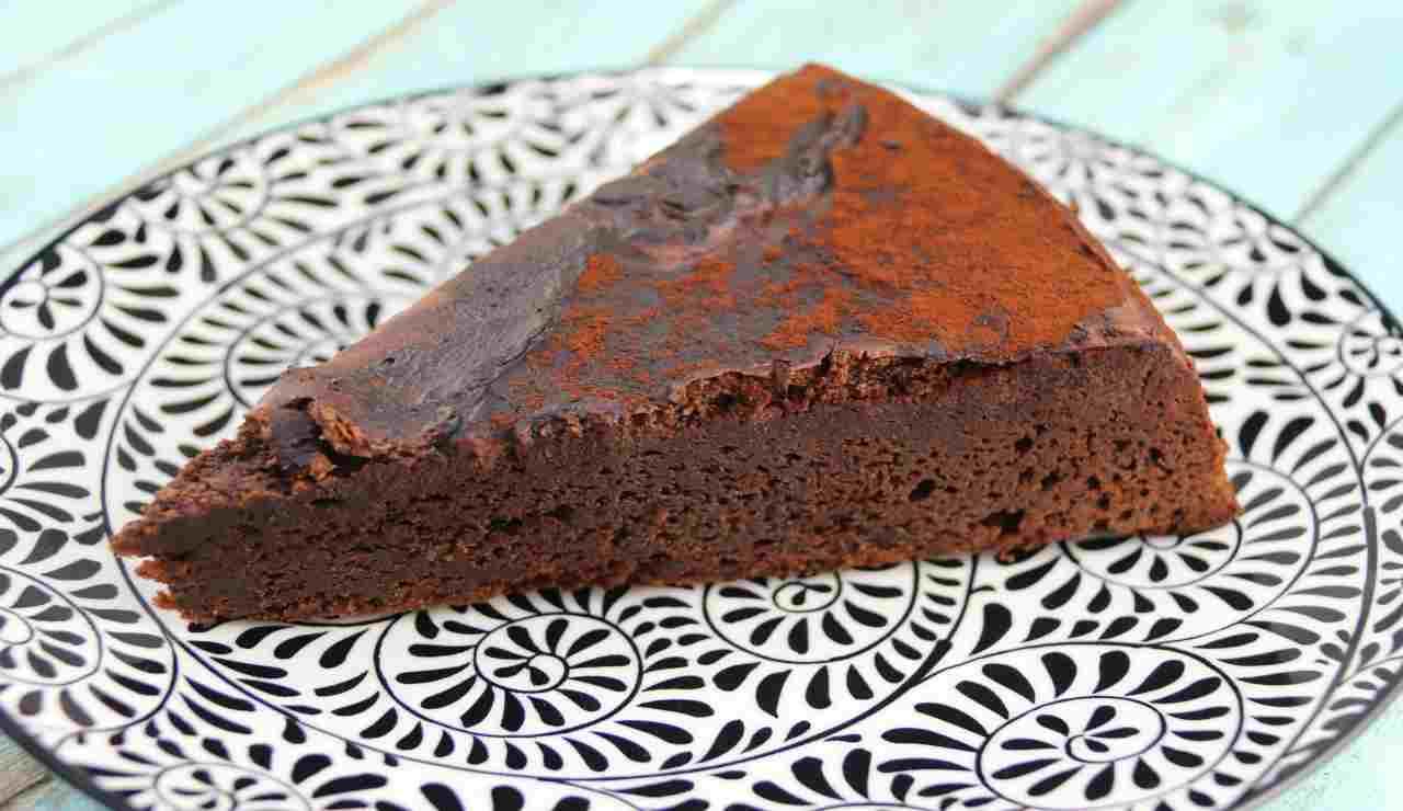 Torta al cioccolato fondente all'arancia