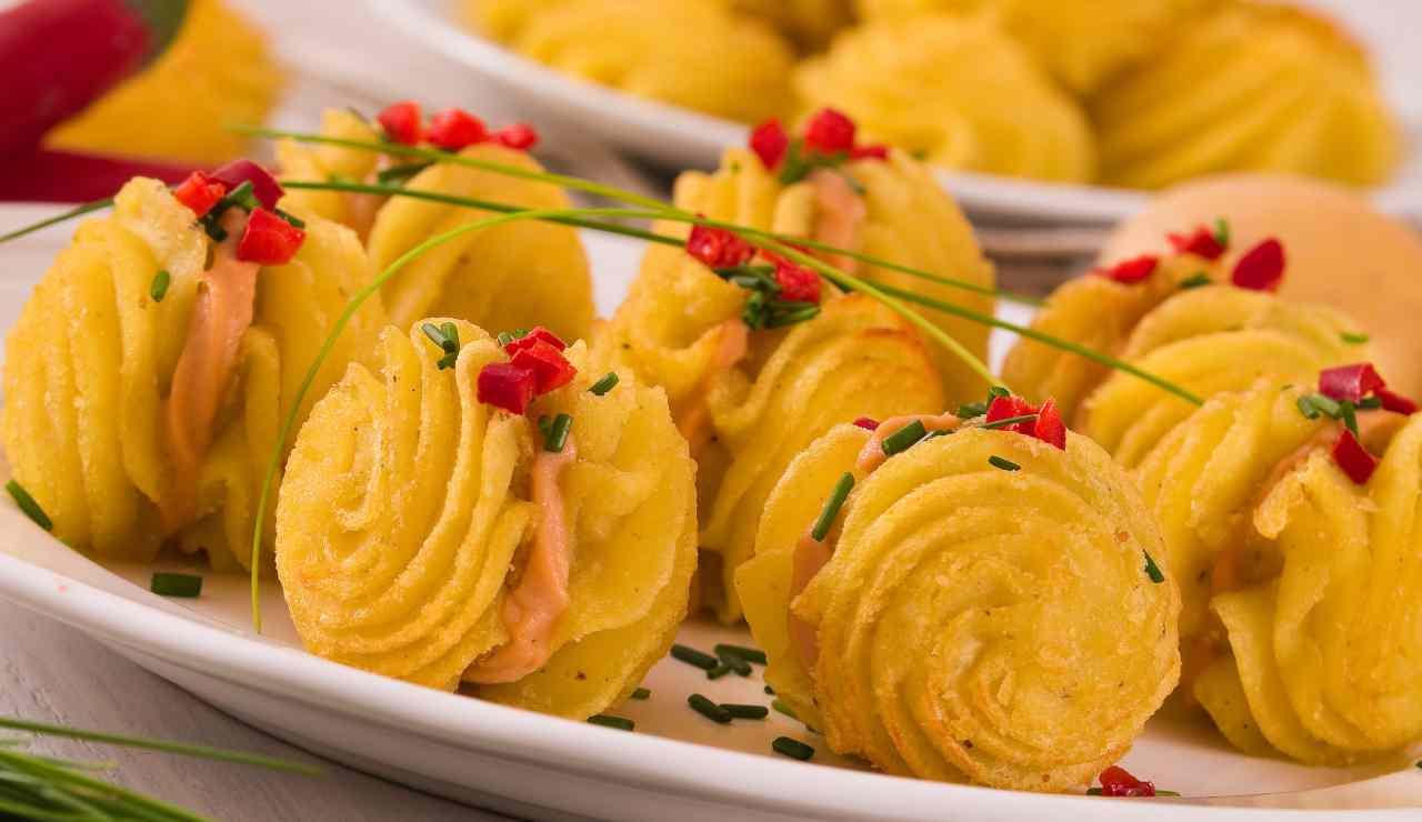 Baci di patate con crema di salmone e peperoncino
