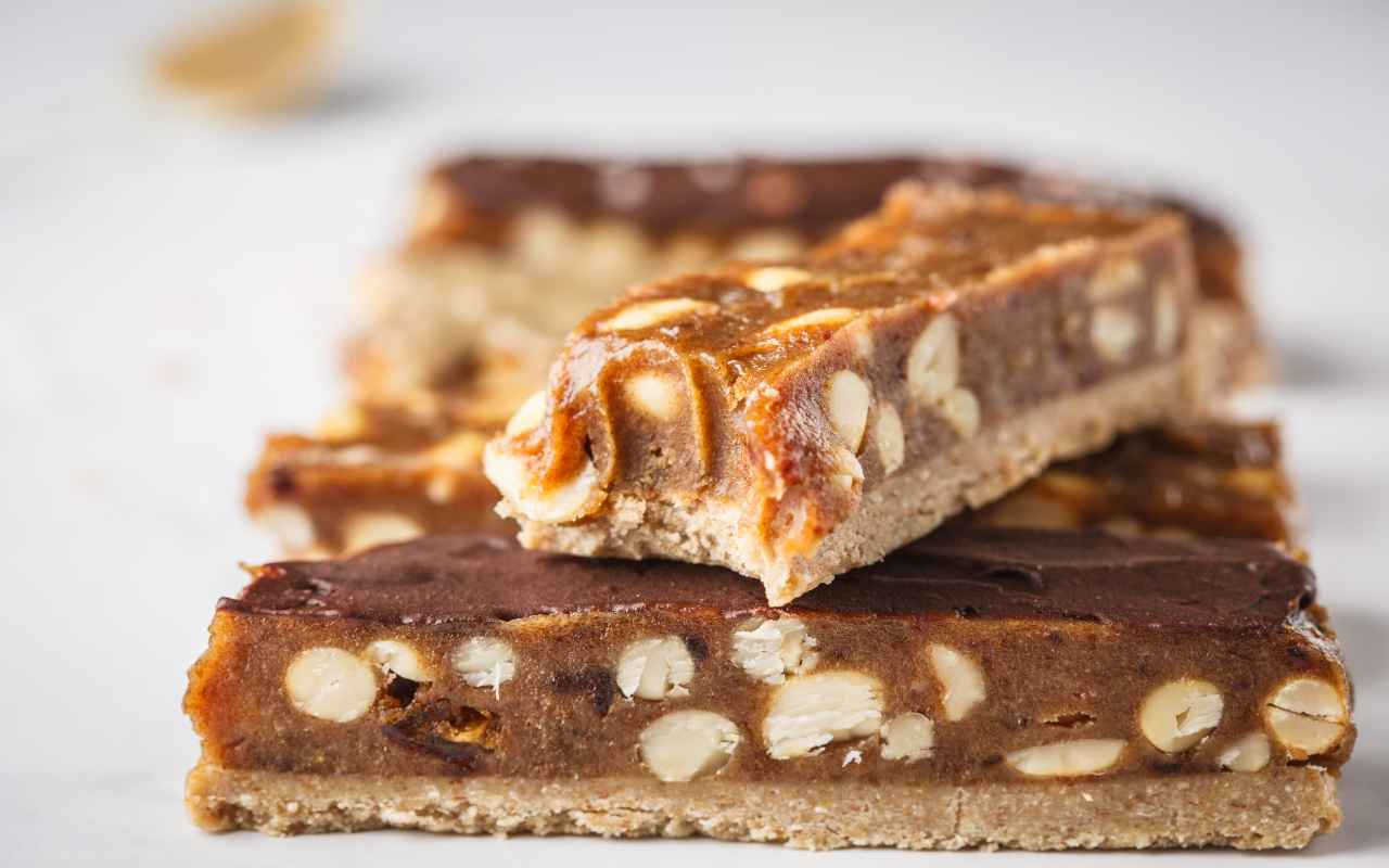 barrette snickers vegane ricetta FOTO ricettasprint